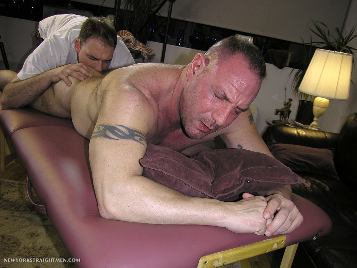New-York-Straight-Men-Rocco-Straight-Muscle-Daddy-Getting-a-Blow-Job-Amateur-Gay-Porn-04 Straight Chubby Muscle Daddy Gets Rimmed and Blown By A Gay Guy
