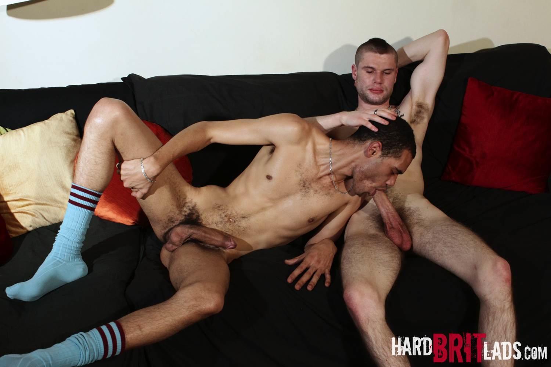 Порно с деви скинхедами