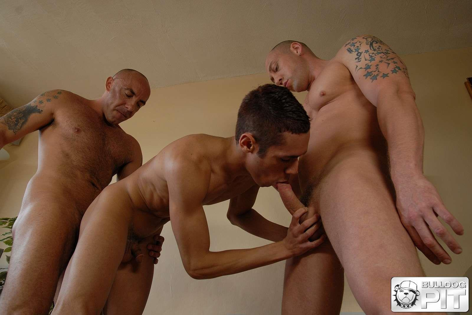 Bulldog-Pit-Myles-Bentley-Duke-Michaels-and-Giovanni-Summers-Thick-Uncut-Cock-Muscle-Daddys-Fucking-A-Twink-Amateur-Gay-Porn-18 Muscle Daddy Brothers Feed Their Thick Uncut Cocks To A Sexy Twink